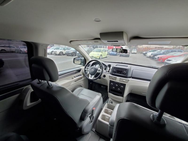 Volkswagen Routan 2011 price $6,888