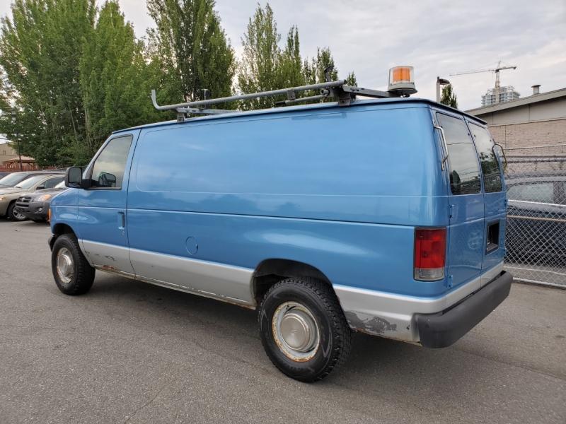 Ford Econoline Cargo Van 2005 price $10,888