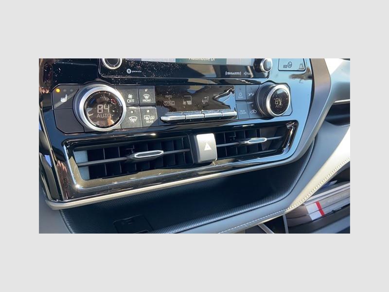 Toyota Highlander Hybrid 2021 price $41,678