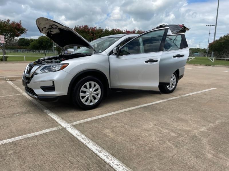 Nissan Rogue 2017 price $18,700