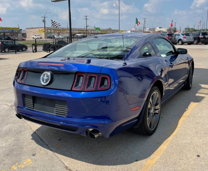 Ford Mustang 2013 price $13,400