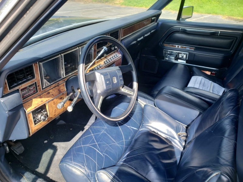 Lincoln Town Car 1987 price $8,100 Cash