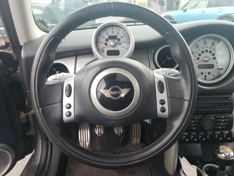 Mini Cooper Hardtop 2003 price $4,000 Cash