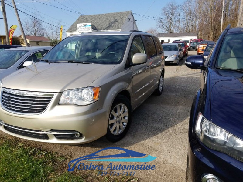 CHRYSLER TOWN AND COUNTR 2016 price $13,500