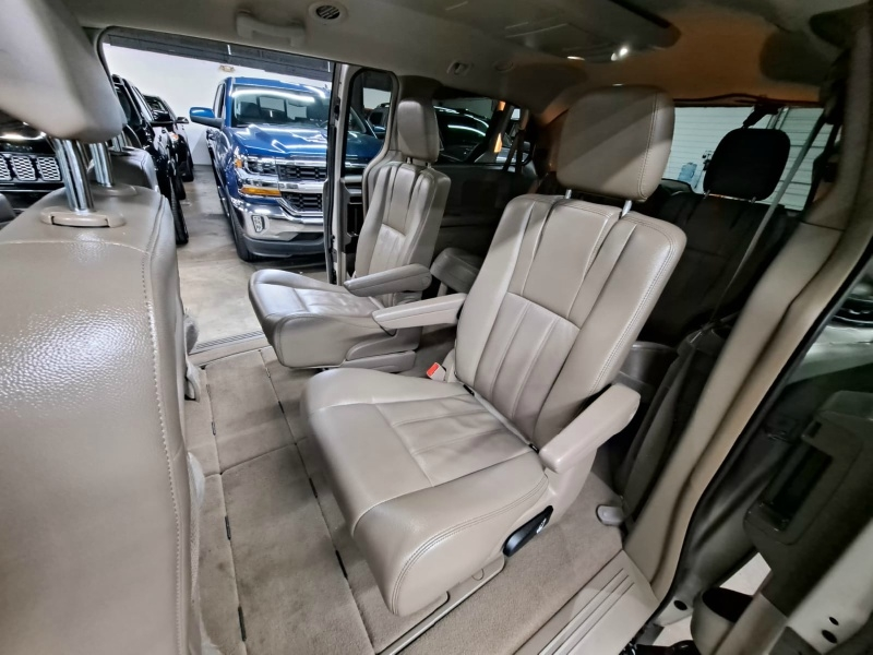 Chrysler Town & Country 2014 price $7,499 Cash