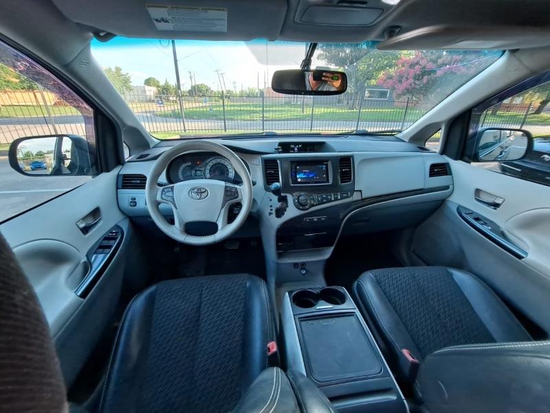 Toyota Sienna 2013 price $10,999 Cash