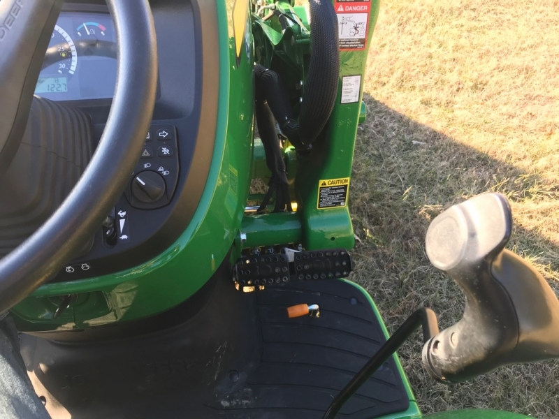 JOHN DEERE 3033R SHUTTLE 2018 price $22,999