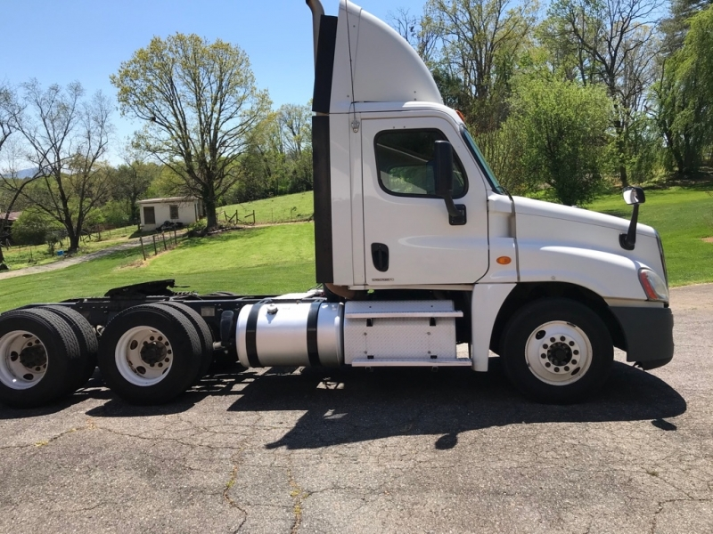 FREIGHTLINER CASCADIA 2012 price $17,499