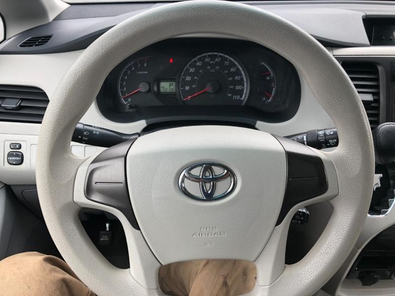 Toyota Sienna 2013 price $12,550