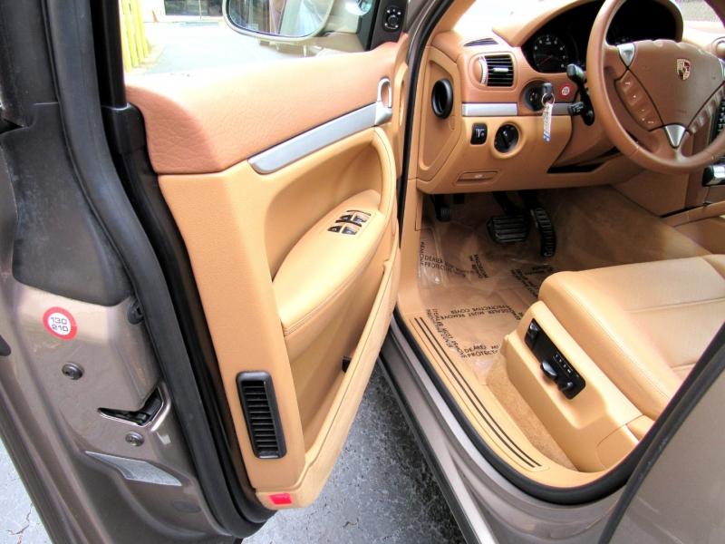 Porsche Cayenne 2006 price $11,988