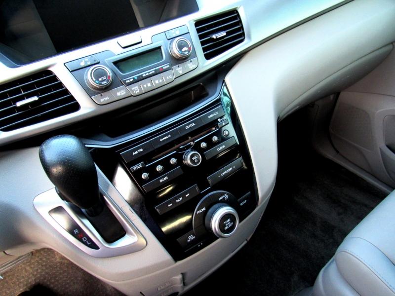 Honda Odyssey 2013 price $15,399