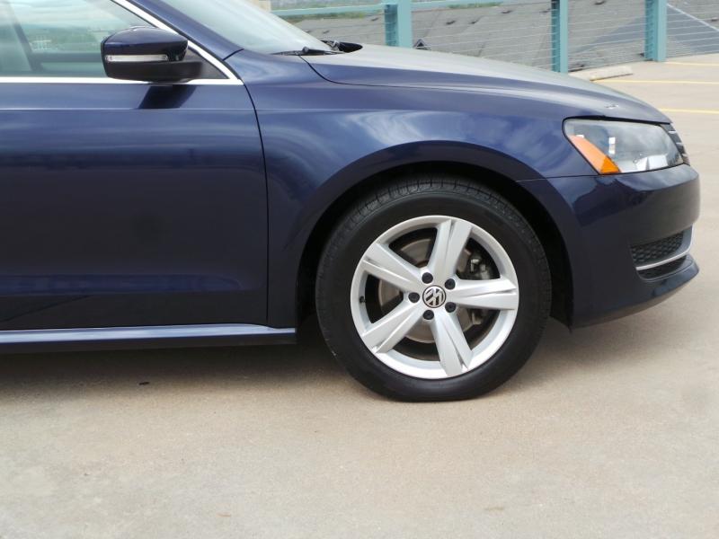 Volkswagen Passat 2013 price $9,450 Cash