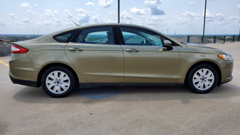 Ford Fusion 2013 price $11,950 Cash