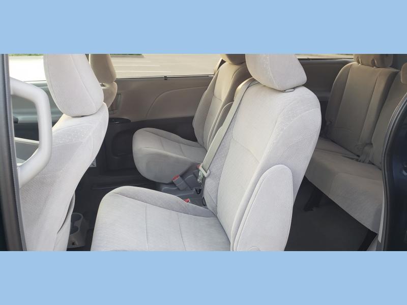 Toyota Sienna 2018 price $18,995