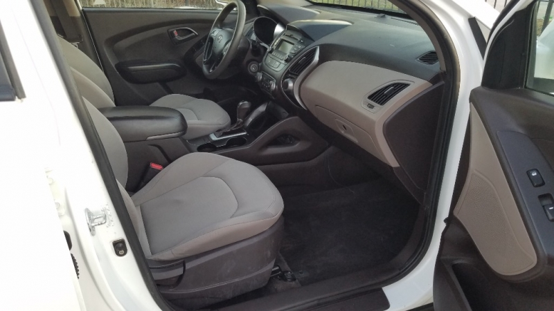 Hyundai Tucson 2014 price $8,500