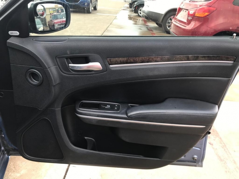 Chrysler 300-Series 2011 price $14,900
