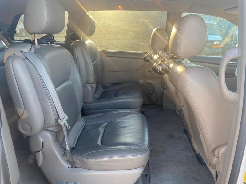 Toyota Sienna 2004 price $7,900