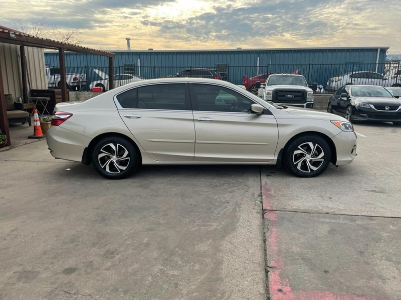 Honda Accord Sedan 2017 price $18,500
