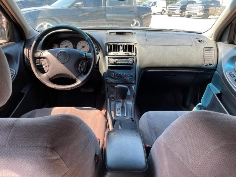 Nissan Maxima 2001 price $1,750