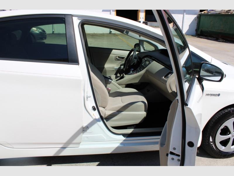 Toyota Prius 2013 price $9,900