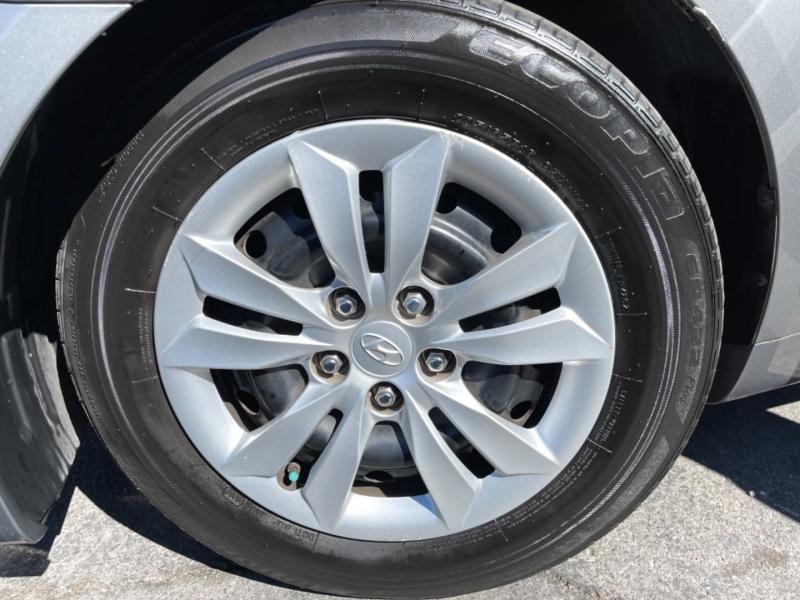 Hyundai Sonata 2012 price $9,495