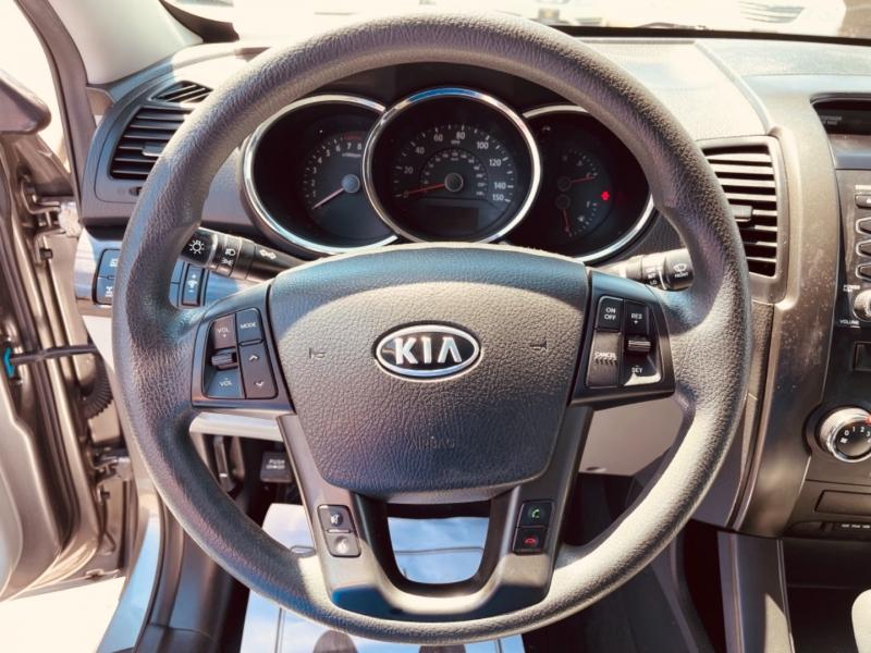 Kia Sorento 2013 price $15,495