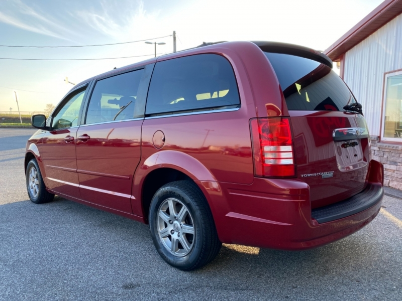 Chrysler Town & Country 2008 price $6,995