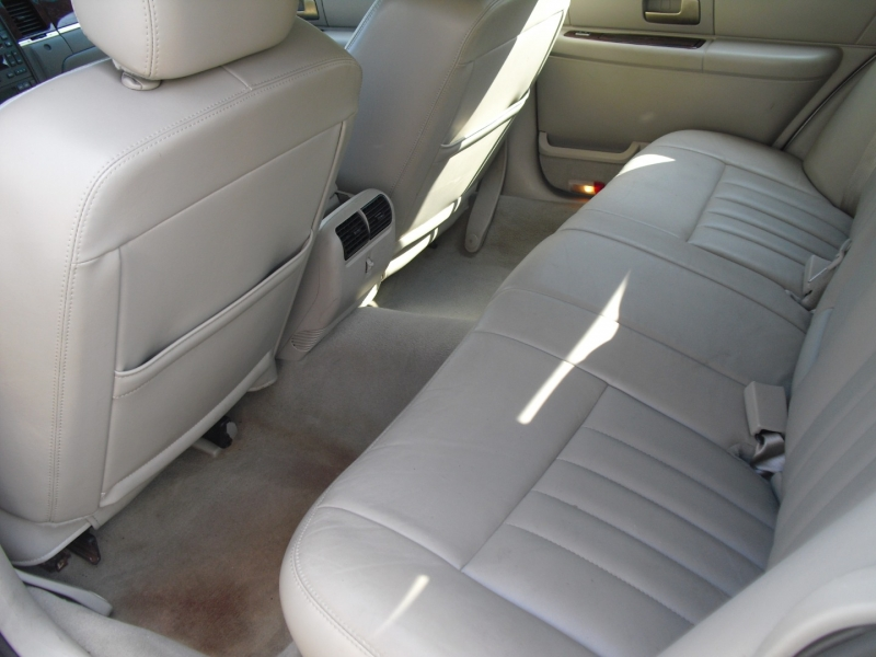 Lincoln Town Car 2007 price