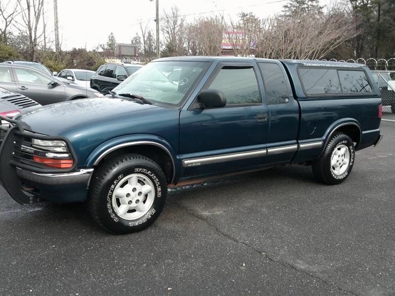 Chevrolet S-10 2002 price $5,900