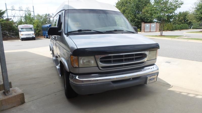 Ford Econoline Cargo Van 2002 price $9,800