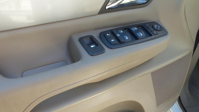 Volkswagen Routan 2011 price $4,800