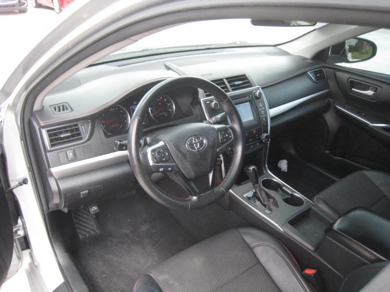 Toyota Camry 2016 price $12,975
