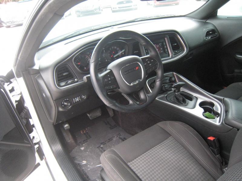 Dodge Challenger 2017 price $22,995