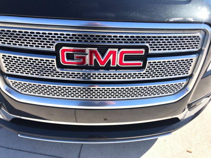 GMC Acadia 2015 price $17,495