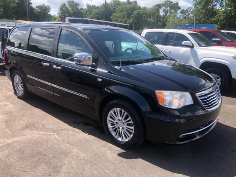 Chrysler Town & Country 2014 price $12,999
