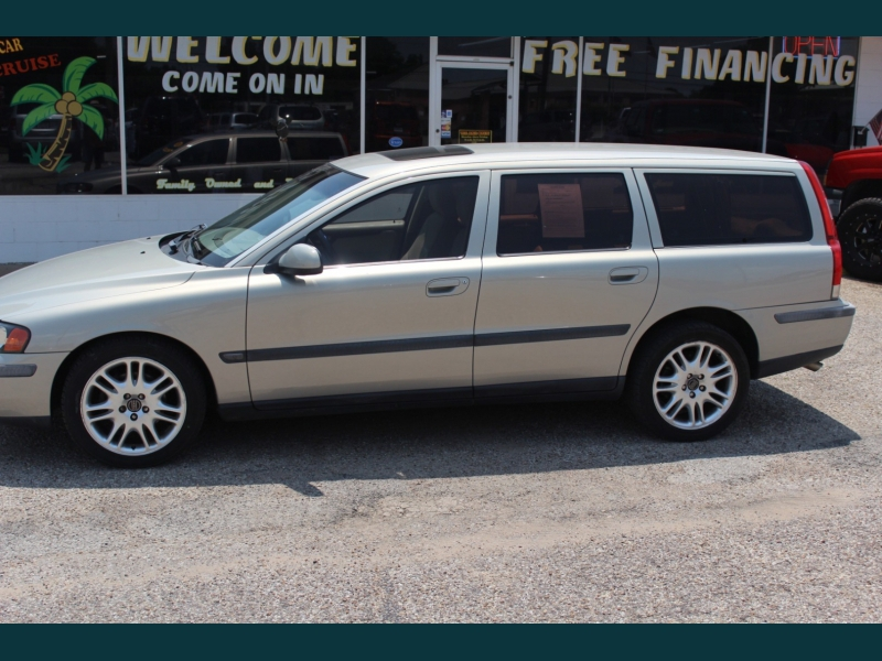 Volvo V70 2003 price $6,995