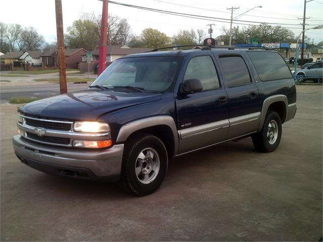 Chevrolet Suburban 2000 price $2,000