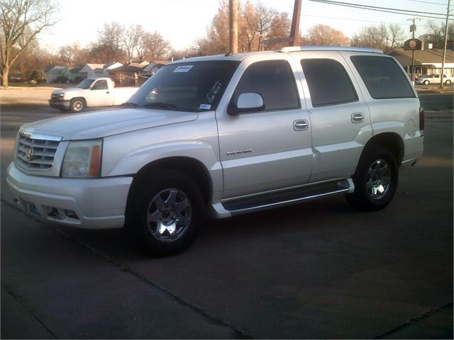 Cadillac Escalade 2003 price $4,000