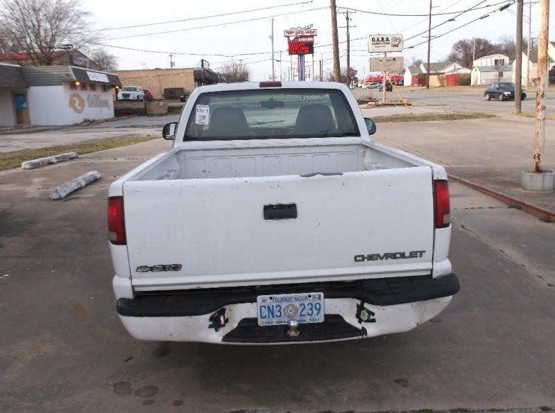 Chevrolet S-10 2000 price $2,000