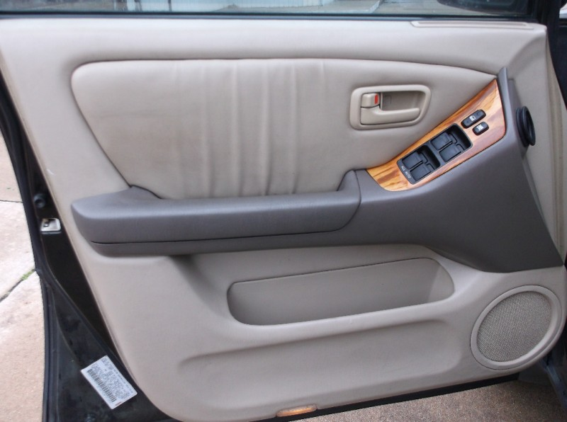 Lexus RX 300 1999 price $3,000