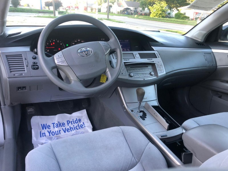 Toyota Avalon 2005 price $8,000