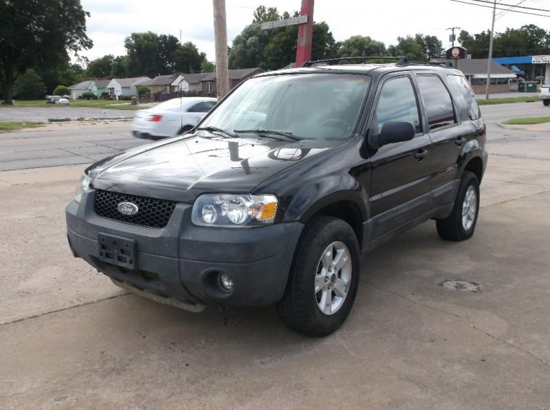 Ford Escape 2005 price $4,000