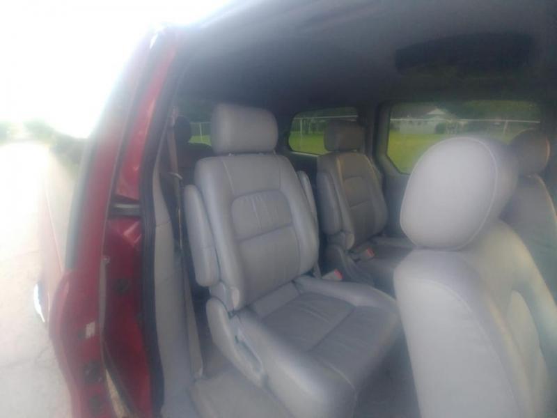 Kia Sedona 2004 price $3,000