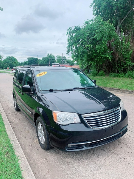 Chrysler Town & Country 2012 price $5,000