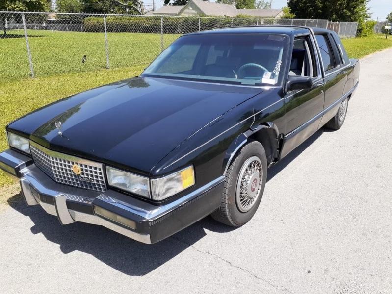 Cadillac Fleetwood 1990 price $2,500