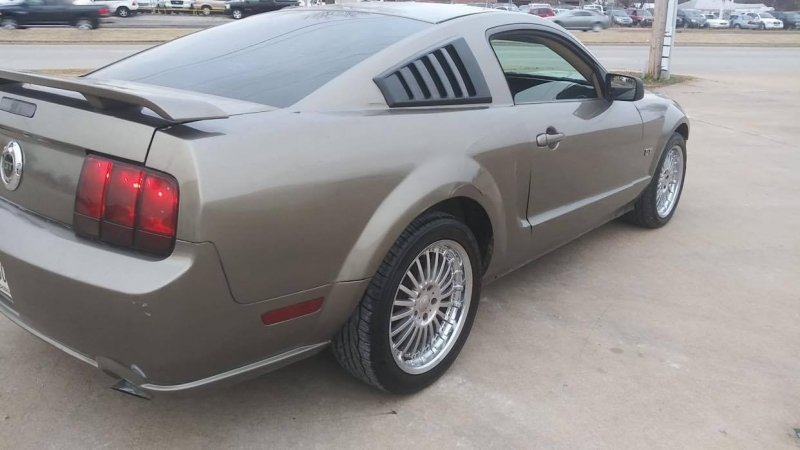 Ford Mustang 2005 price $6,000