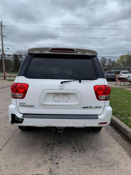 Toyota Sequoia 2005 price $5,000