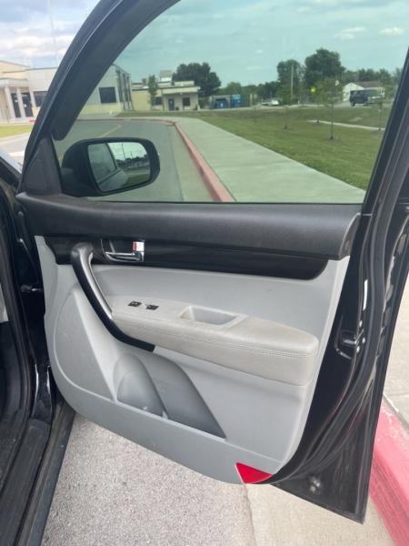 Kia Sorento 2012 price $9,500
