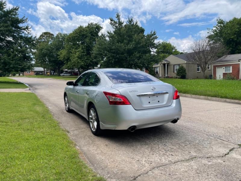 Nissan Maxima 2011 price $10,500