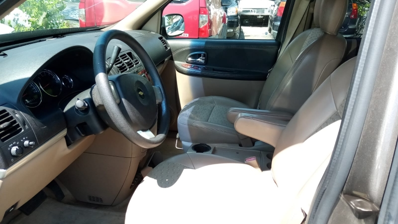 Chevrolet Uplander 2005 price $2,500